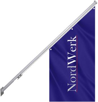 Флагшток установленный на фасаде